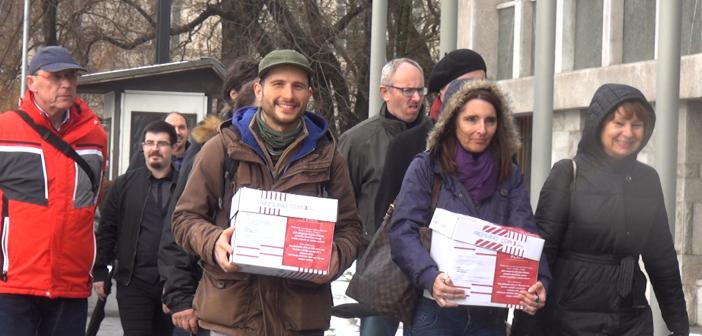 Podpisi podpore peticiji DVIGNIMO PLAČE že v parlamentu