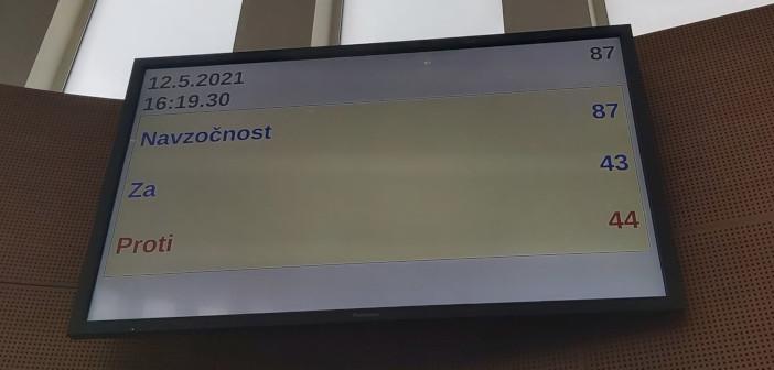 Vlada Janeza Janše še naprej namerava Madžarski prodati drugi tir